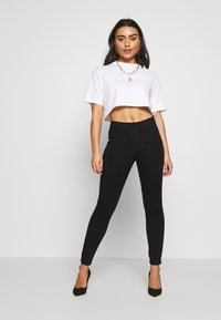 Missguided Petite - ANARCHY - Jeans Skinny Fit - black - 1