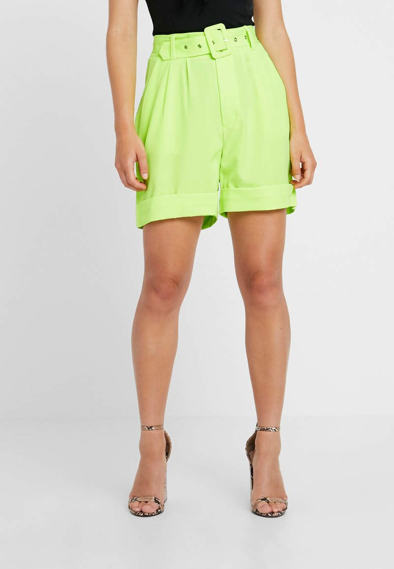 Missguided Petite - SELF FABRIC BELTED CITY - Shorts - lime
