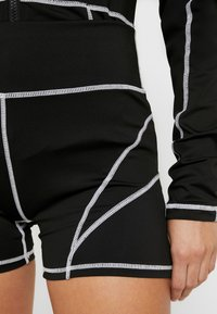 Missguided Petite - PANEL CYCLING - Shorts - black - 4