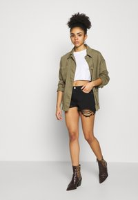 Missguided Petite - EXTREME FRAY HEM RIOT - Jeans Shorts - black - 1