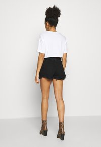 Missguided Petite - EXTREME FRAY HEM RIOT - Jeans Shorts - black - 2
