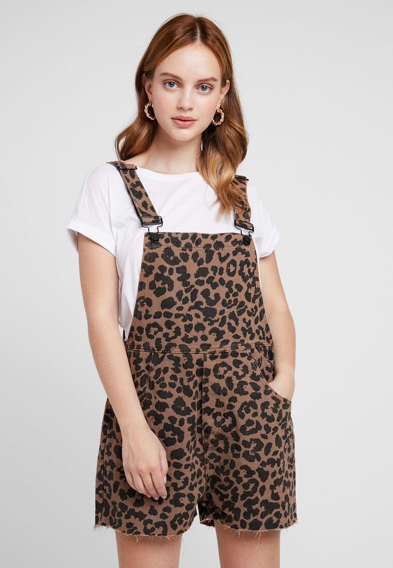 Missguided Petite - LEOPARD SHORT DUNGAREE - Jumpsuit - brown