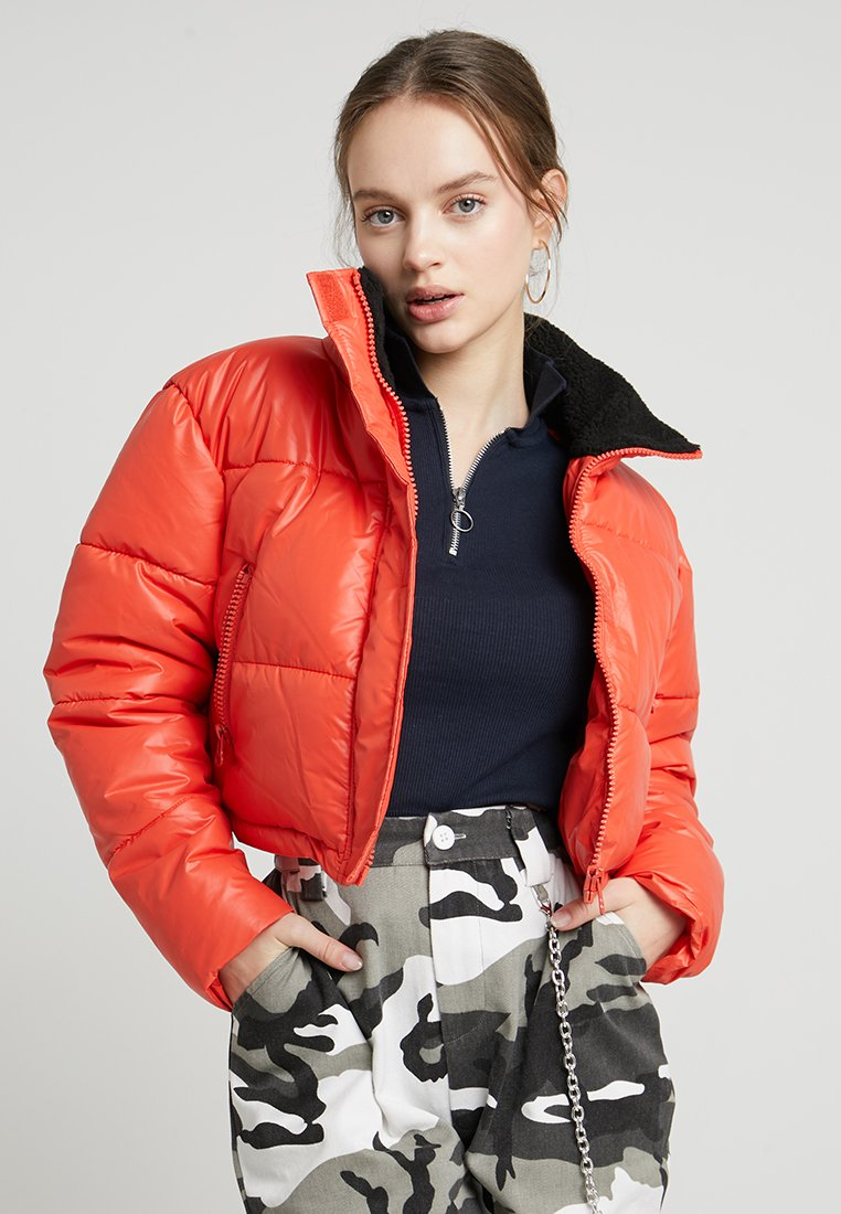 Missguided Petite - CROP OVERSIZED PUFFER - Winter jacket - red