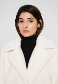 Missguided Petite - LONG LINE COAT - Cappotto invernale - white - 3