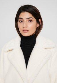 Missguided Petite - LONG LINE COAT - Zimní kabát - white - 3