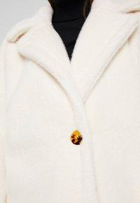 Missguided Petite - LONG LINE COAT - Zimní kabát - white - 4