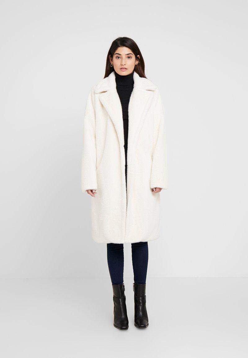 Missguided Petite - LONG LINE COAT - Wintermantel - white