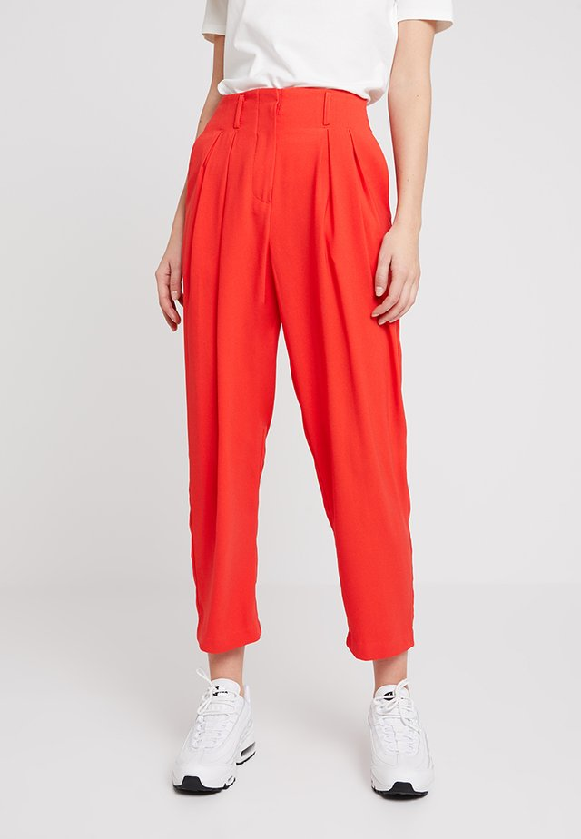 MORENA PANTS - Kangashousut - poppy red