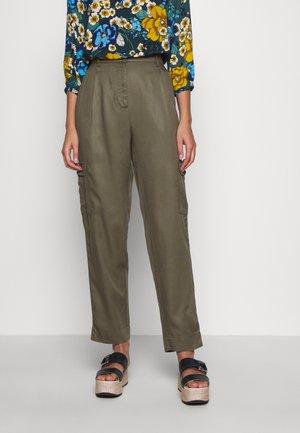 MAIRA ROSANNA PANTS - Bukse - kalamata