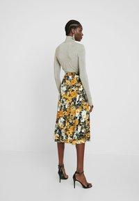 Moss Copenhagen - BRISTOL LEIA SKIRT - Falda larga - black/yellow/white - 2