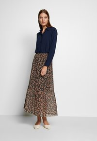 Moss Copenhagen - HAILY LONG SKIRT - Gonna a campana - rosin flower - 1