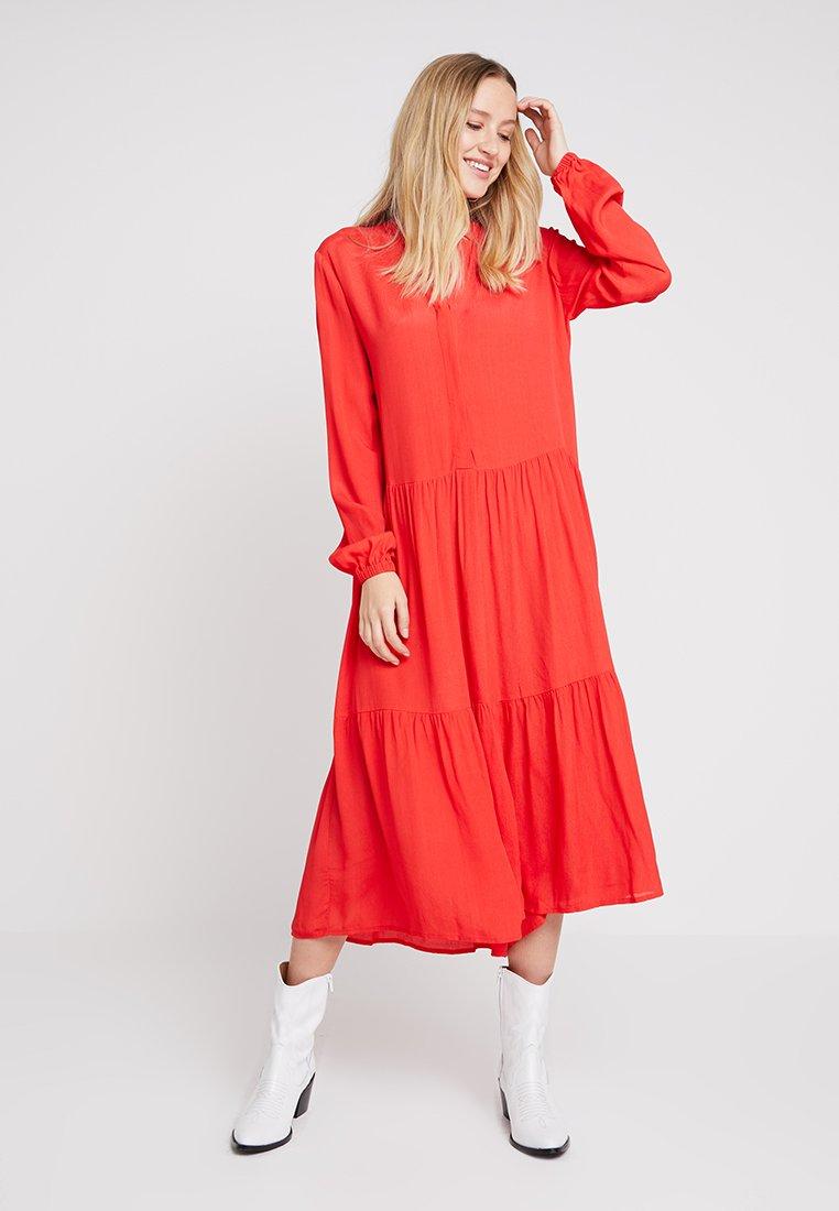 Moss Copenhagen - CAROL MIRAM DRESS - Maxikjoler - poppy red