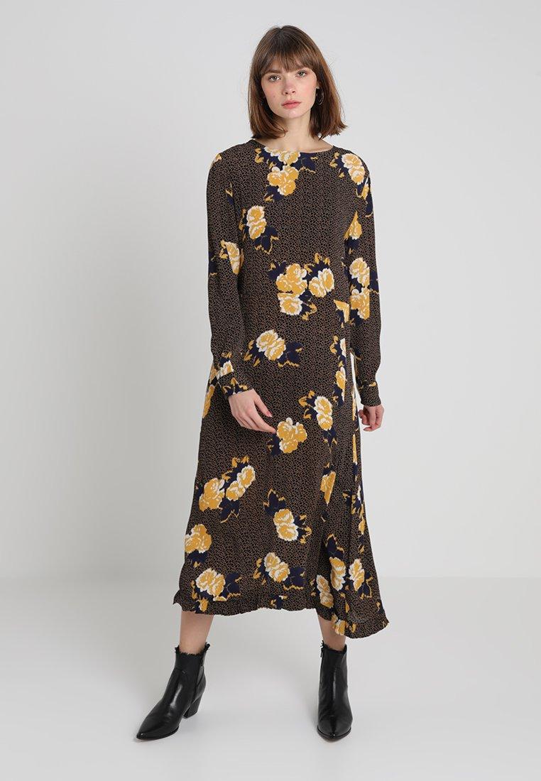 Moss Copenhagen - FIOLA MIRAM DRESS - Maxikjole - brown