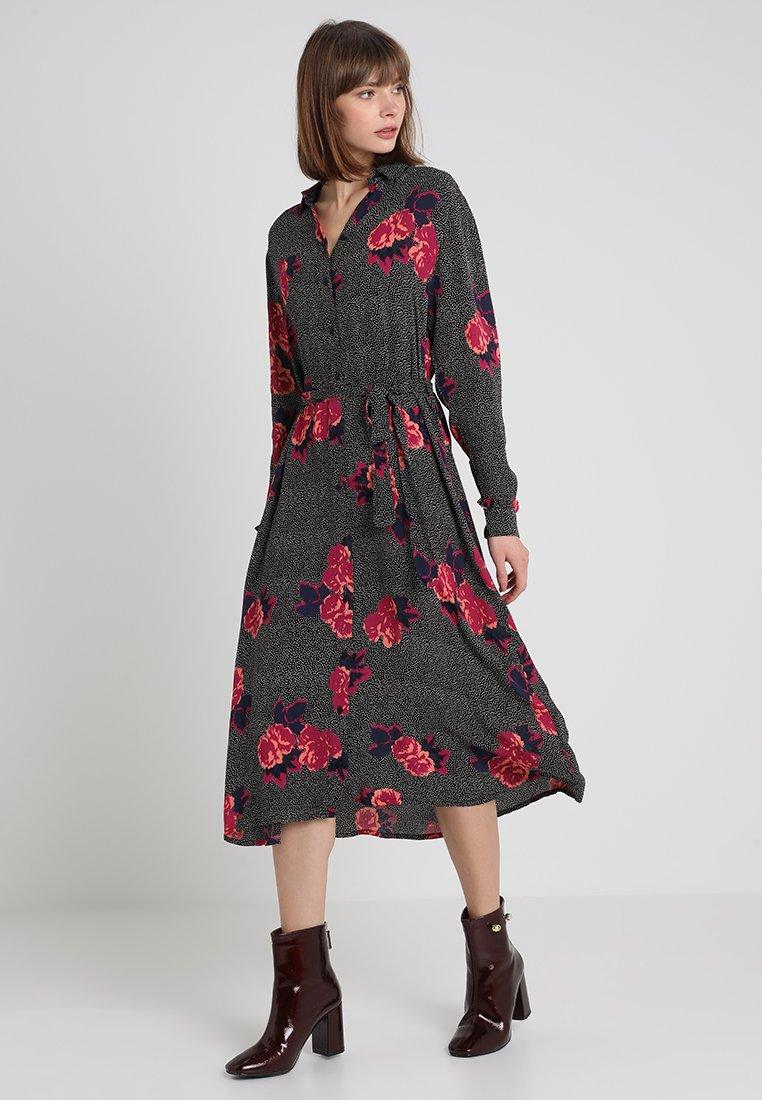 Moss Copenhagen - FIDELL MIRAM DRESS - Blusenkleid - red