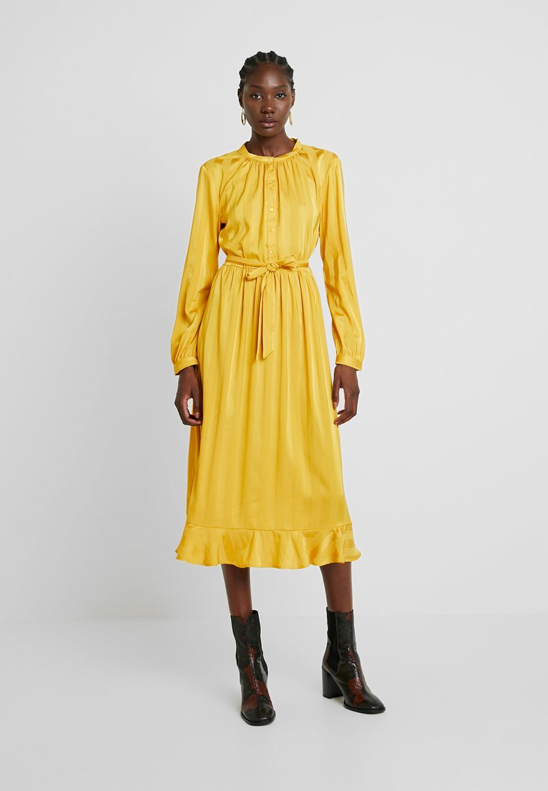 Moss Copenhagen - NENNA DRESS - Skjortekjole - yellow