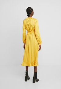 Moss Copenhagen - NENNA DRESS - Skjortekjole - yellow - 3