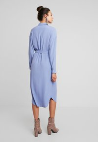 Moss Copenhagen - IDINA GENNI DRESS - Skjortekjole - colony blue - 2