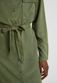 Moss Copenhagen - ROSANNA DRESS - Shirt dress - lichen green - 6