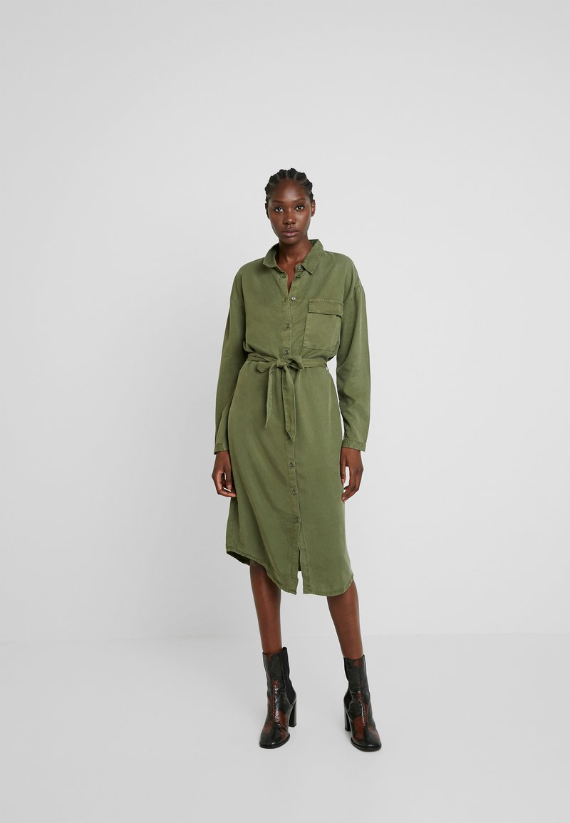 Moss Copenhagen - ROSANNA DRESS - Shirt dress - lichen green