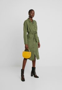 Moss Copenhagen - ROSANNA DRESS - Shirt dress - lichen green - 2