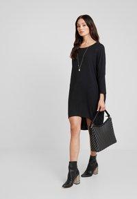 Moss Copenhagen - TILDE DRESS - Jerseykleid - mottled dark grey - 2