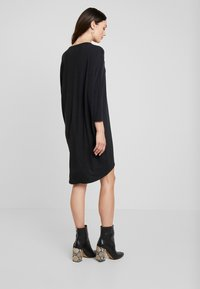 Moss Copenhagen - TILDE DRESS - Jerseykleid - mottled dark grey - 3