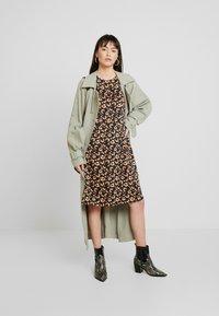 Moss Copenhagen - ISLA KARMA DRESS - Kjole - maisie - 2