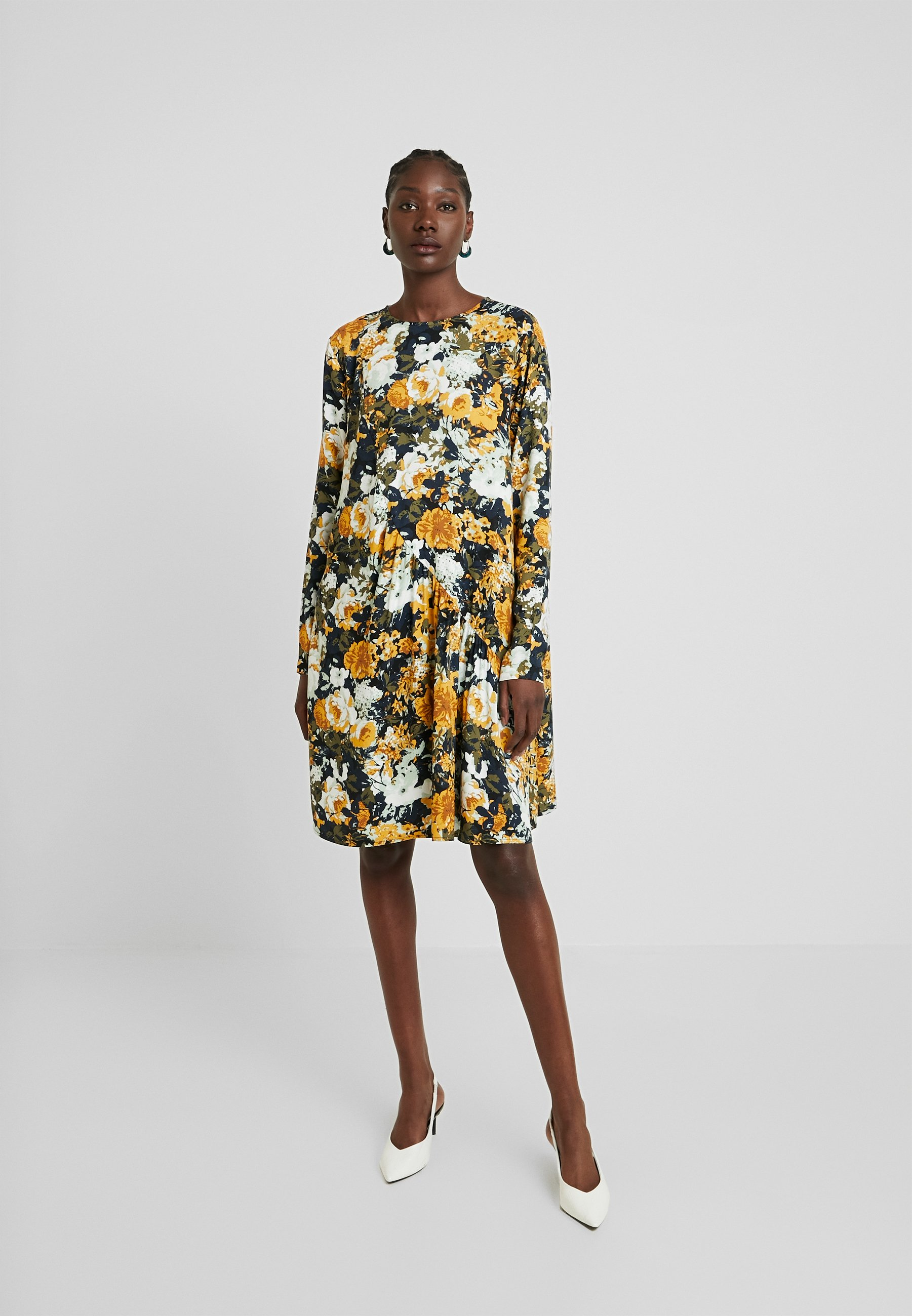 Moss Copenhagen MONICA LEIA DRESS - Sukienka letnia - black/yellow/white