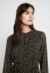 Moss Copenhagen - AUDRINA DRESS - Skjortekjole - black/yellow - 4