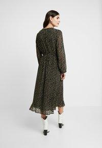 Moss Copenhagen - AUDRINA DRESS - Skjortekjole - black/yellow - 3