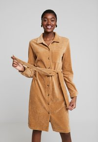 Moss Copenhagen - FLORINA DRESS - Shirt dress - tigers eye - 0