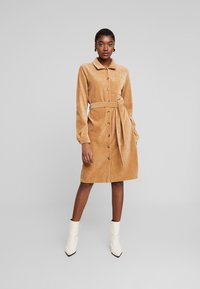 Moss Copenhagen - FLORINA DRESS - Shirt dress - tigers eye