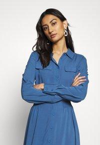 Moss Copenhagen - CADDY BEACH DRESS - Košilové šaty - blue horizon - 3
