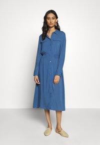 Moss Copenhagen - CADDY BEACH DRESS - Košilové šaty - blue horizon - 0