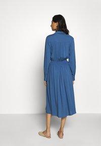 Moss Copenhagen - CADDY BEACH DRESS - Košilové šaty - blue horizon - 2
