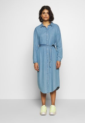 LYANNA DRESS - Denimové šaty - mid blue wash