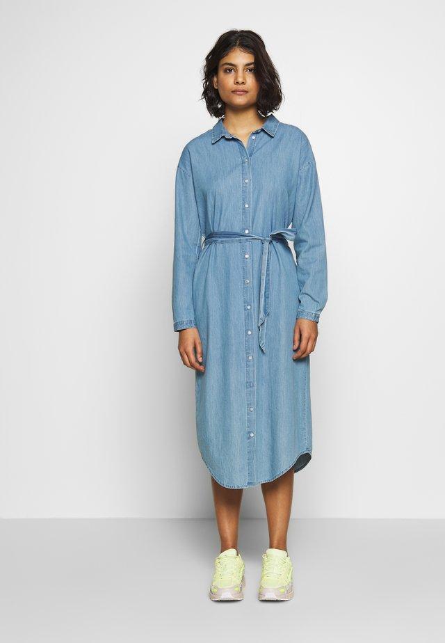 LYANNA DRESS - Jeanskleid - mid blue wash