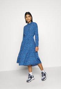 Moss Copenhagen - BEATRICE JALINA - Robe d'été - blue - 1