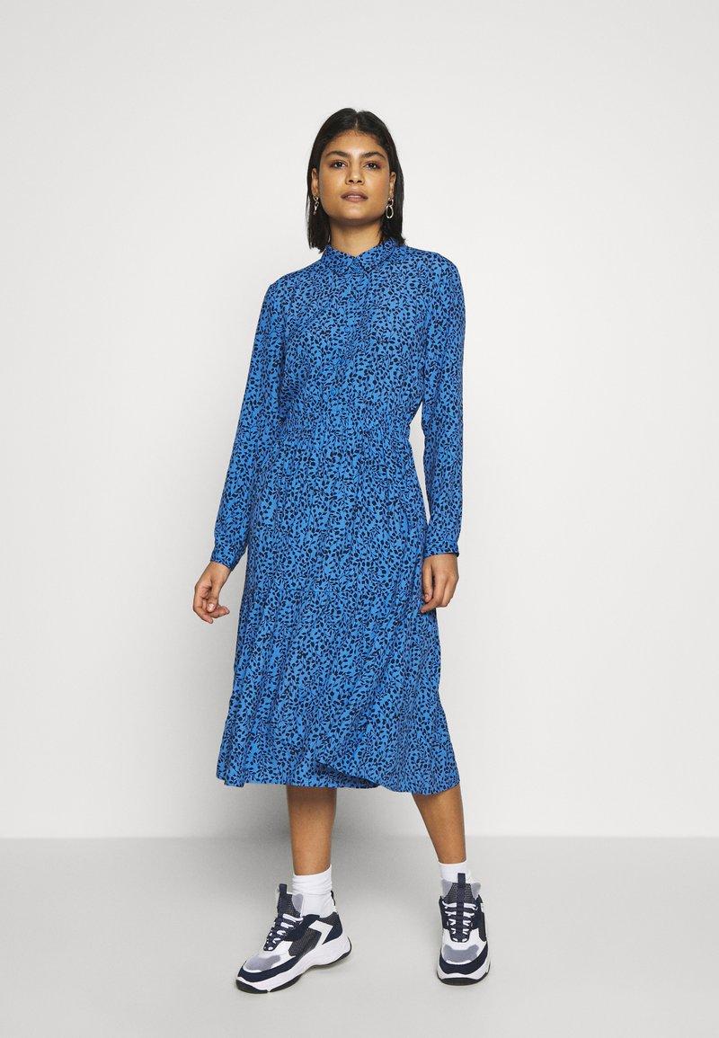 Moss Copenhagen - BEATRICE JALINA - Robe d'été - blue