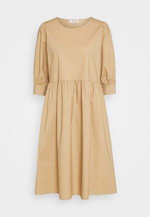 MINORA 3/4 DRESS - Sukienka letnia - travetine