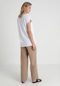 Moss Copenhagen - ALVA PLAIN TEE - T-shirts - white - 2