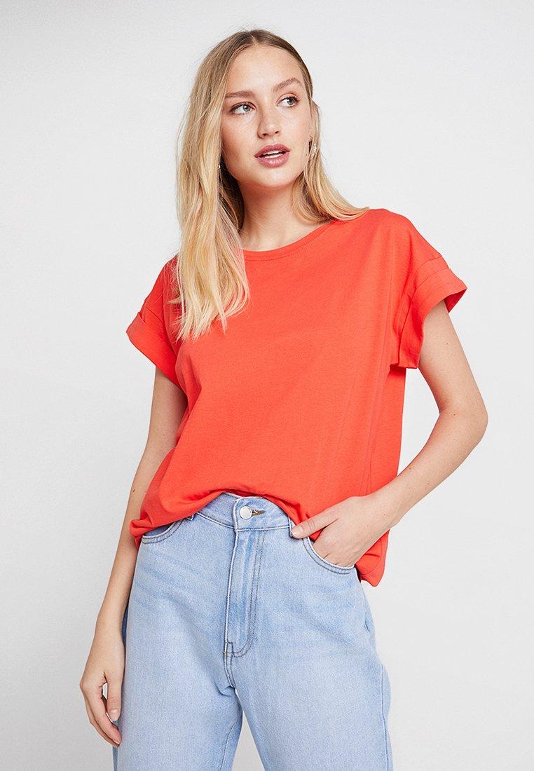 Moss Copenhagen - ALVA PLAIN TEE - Basic T-shirt - poppy red