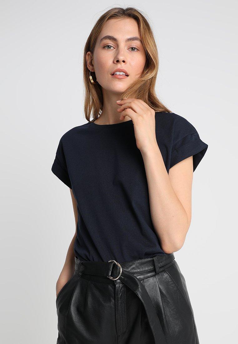 Moss Copenhagen - ALVA PLAIN TEE - Basic T-shirt - navy