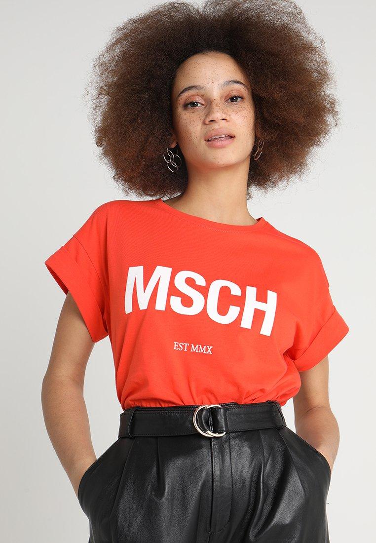 Moss Copenhagen - ALVA EST TEE - Print T-shirt - mandarin red/white