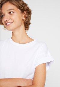 Moss Copenhagen - ALVA TEE - Camiseta básica - white - 4