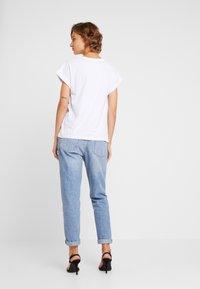 Moss Copenhagen - ALVA TEE - Camiseta básica - white - 0
