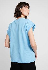 Moss Copenhagen - ALVA TEE - T-shirts - alaskan blu - 2