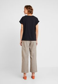 Moss Copenhagen - ALVA TEE - T-shirts - black - 2