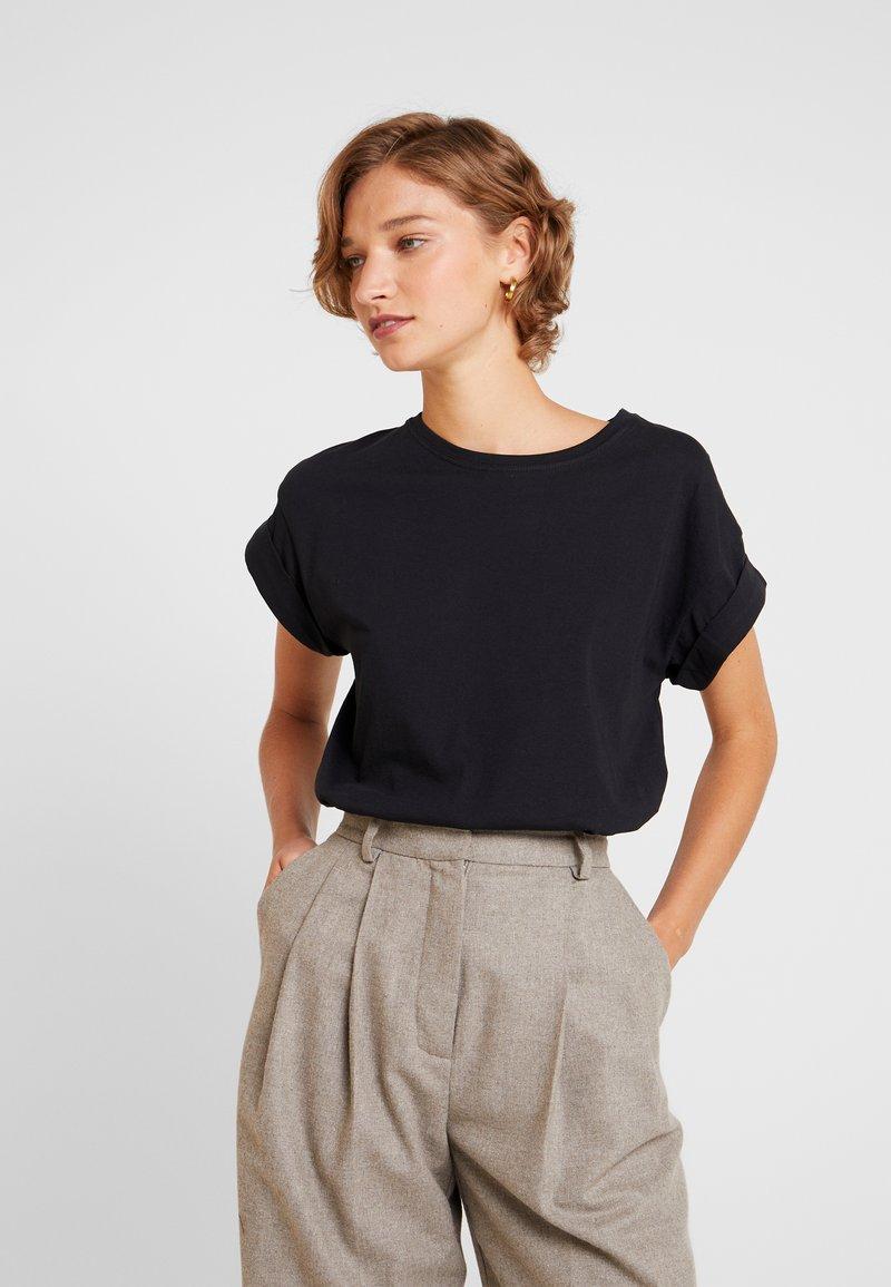 Moss Copenhagen - ALVA TEE - T-shirts - black