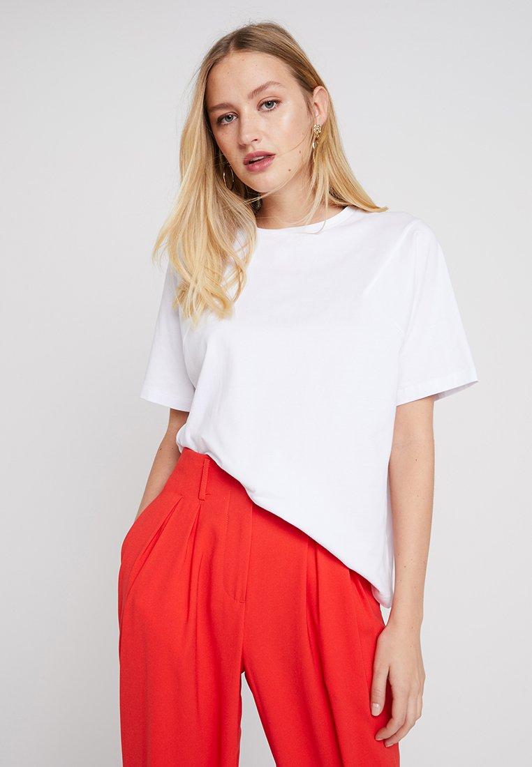 Moss Copenhagen - MEMO TOUR - Basic T-shirt - white